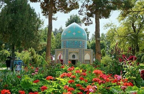 مقبره عطار گلباران می گردد