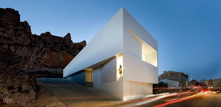 خانه ای مینیمال در دامنه کوه