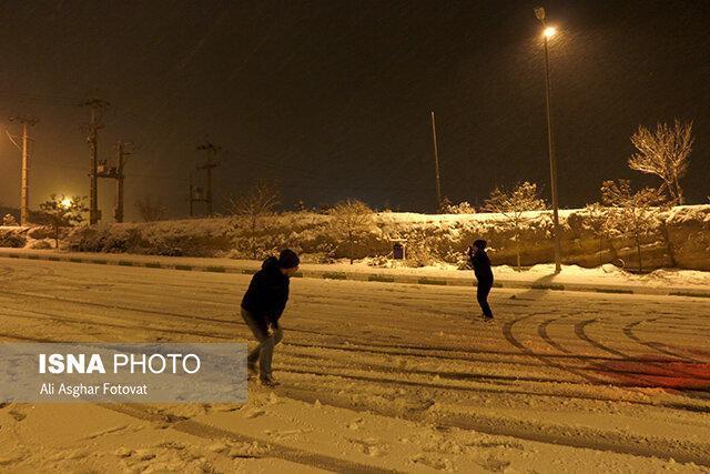 شروع باتاخیر بعضی مدارس آذربایجان شرقی به دنبال بارش برف و برودت هوا