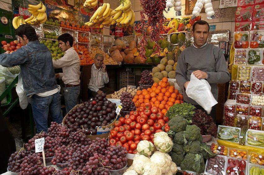 اقدام قابل تحسین میوه فروش اهوازی برای یاری به مردم در مقابل کرونا
