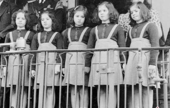 ماجرای تلخ زندگی پنج قلوهای کانادایی در باغ وحش در دهه 1930