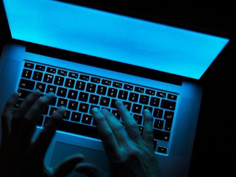 خبرنگاران وزیرکشور انگلیس: تبهکاران سایبری صدها هزار پوند کلاهبرداری نموده اند