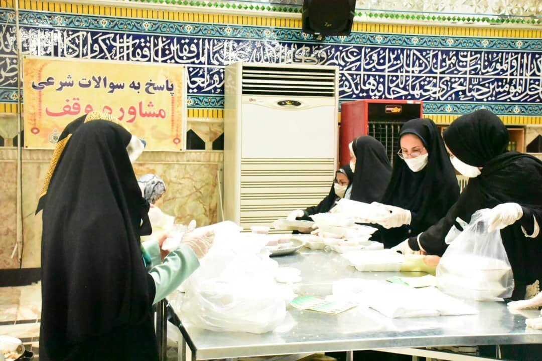 خبرنگاران توزیع 23 هزار پرس غذای گرم بین نیازمندان شرق گلستان