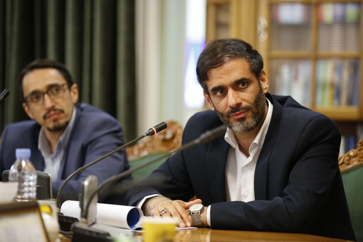 خبرنگاران فرمانده قرارگاه خاتم: موافق تهاتر نفت و اموال دولتی هستیم