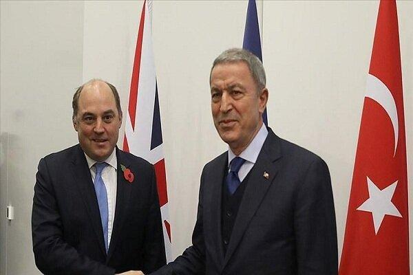 وزرای دفاع ترکیه و انگلیس مصاحبه کردند