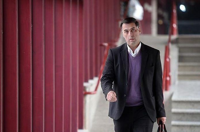 آذری: اعتبار فوتبال ما وقتی از بین رفت که مضحکه دست یک مربی خارجی و همسرش شدیم، نمی توانند صدای حق طلبی را خاموش کنند