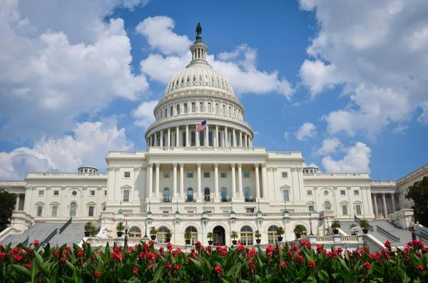پشت پرده ورود معترضان به کنگره امریکا، نمایندگان در دفترهایشان زندانی شدند، وسایل صحن اصلی سنا شکسته شد