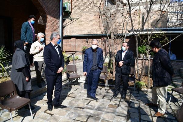 غرس یک اصله نهال سرو شیرازی در خانه موزه سیمین و جلال به یاد این دو