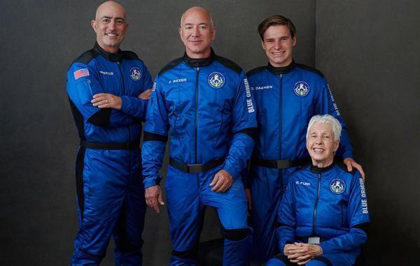 جف بزوس تا ساعاتی دیگر همراه با سرنشینان رکوردشکن نیو شپرد به فضا می رود